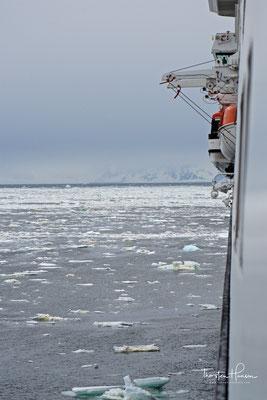 Ein etwa baugleicher Schiffstyp ist auch bei anderen Reedereien im Einsatz, dort aber zum Teil für bis zu 700 Passagiere mehr.