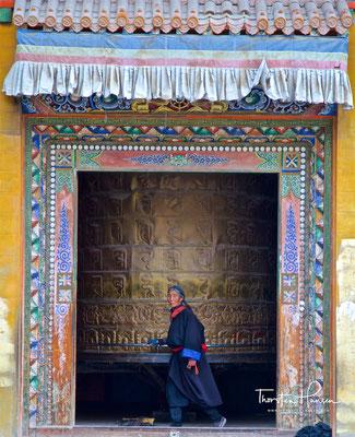 Gebetsmühle im Longwu-Kloster
