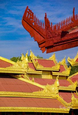 Pro Seite gibt es drei Tore, die in den Palast führen. Im Palast kann man in der Zwischenzeit wieder einige Gebäude besichtigen.