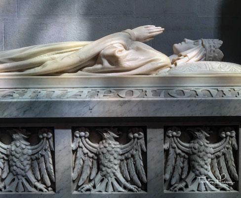 Hochgrab der heiligen Hedwig im Königsdom auf dem Wawel. Königin Hedwig ist im polnischen Nationalbewusstsein sehr präsent und bleibt bis heute, nach über 600 Jahren, unvergessen.
