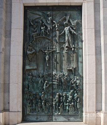 Bronzetür Eingangsportal