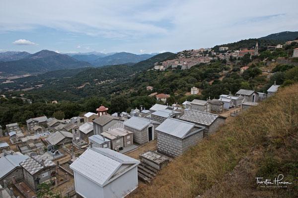 Friedhof der korsischen Siedlung Sartene