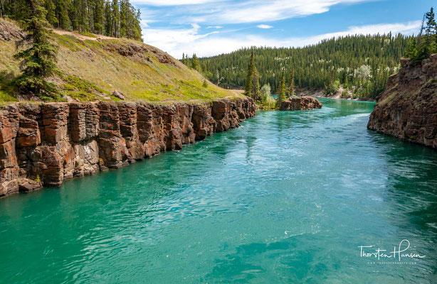 Der Yukon River (französisch Fleuve Yukon) ist ein Strom, der in der kanadischen Provinz British Columbia entspringt und danach das nach ihm benannte Territorium Yukon durchfließt, bevor er im US-Bundesstaat Alaska in das Beringmeer mündet.