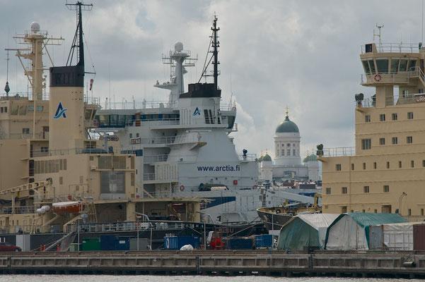 Eisbrecher im Hafen von Helsinki