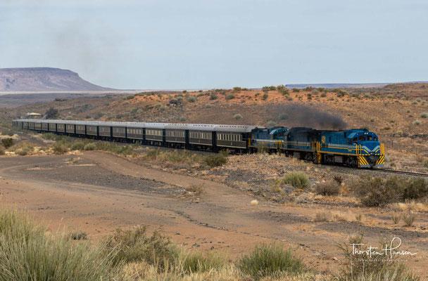 An seinem nordöstlichen Rand verlaufen die Hauptstraße C12 und die Bahnstrecke Windhoek–Nakop nach Südafrika. An der Bahnstrecke liegt der Haltepunkt Holoog.