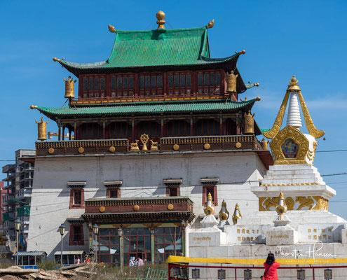 Das Gandan-Kloster wurde 1727 gegründet und 1937 während des stalinistischen Terrors in der Mongolei schwer beschädigt, mehrere Gebäude sogar zerstört.