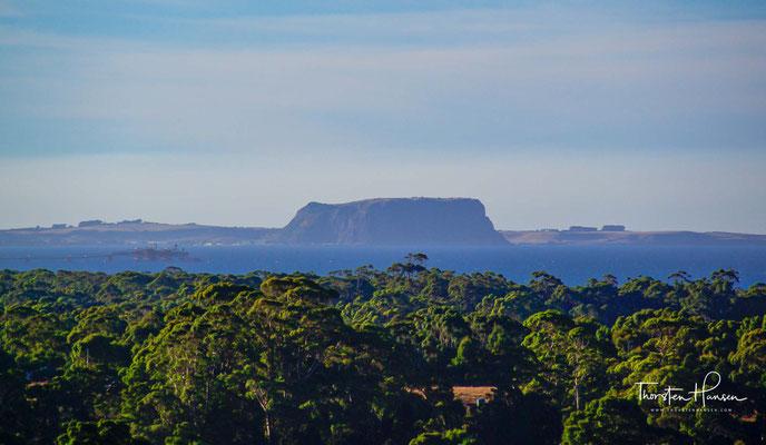 The Nut ist eine aussergewöhnliche Felsformation in Stanley, einer kleinen Ortschaft an der Nordwestküste Tasmaniens. Es wird angenommen, dass The Nut Überreste eines längst erloschenen Vulkans ist.