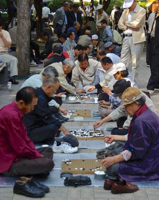 Männerrunde in Seoul
