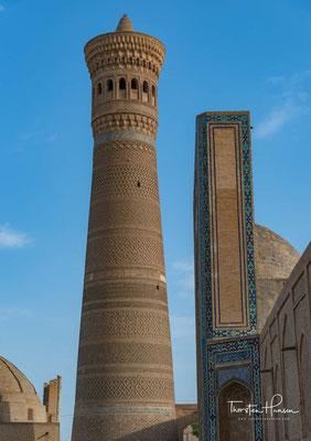 Das Kalon-Minarett ist das älteste dieser Bauwerke. Es stammt aus dem frühen 12. Jahrhundert und soll unter dem Karachanidenherrscher Arslan Khan errichtet worden sein.