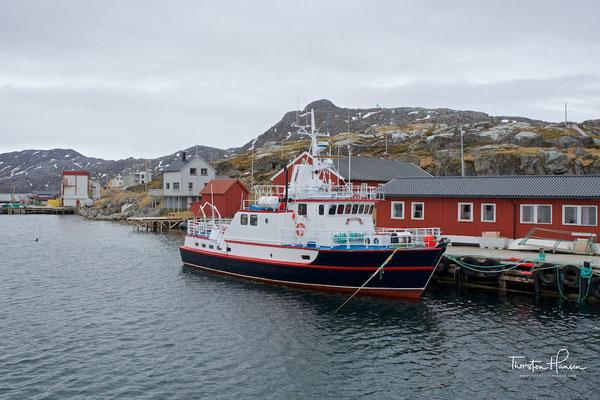 Gjesvær wird in Snorri Sturlasons Heimskringla (Weltkreis, 1225) als der erste Anlegeplatz des Nordens erwähnt. Im Jahr 1026 kehrte Tore Hund von einem Raubzug aus Russland zurück und tötete seinen Gefährten, den Wikinger Karle, in Gjesvær. Um 1030 verwun