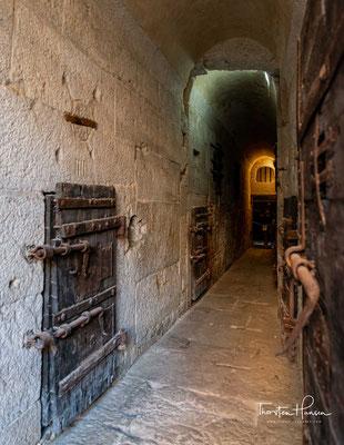 und weiter oben die sechs oder sieben Piombi, die sogenannten Bleikammern direkt unter dem bleigedeckten Dach – daher der Name.
