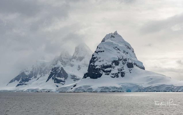 Der Lemaire-Kanal ist eine Meerenge in der Antarktis zwischen der Antarktischen Halbinsel und der vorgelagerten, acht Kilometer langen Booth-Insel.