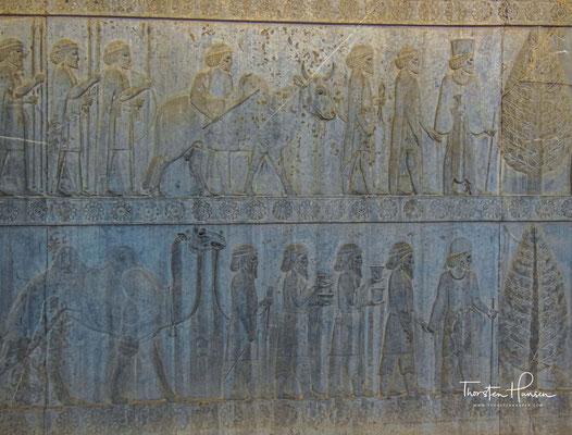 Relief mit Abbildungen der Gesandtschaften aus Parteien, Gandara und Baktrien