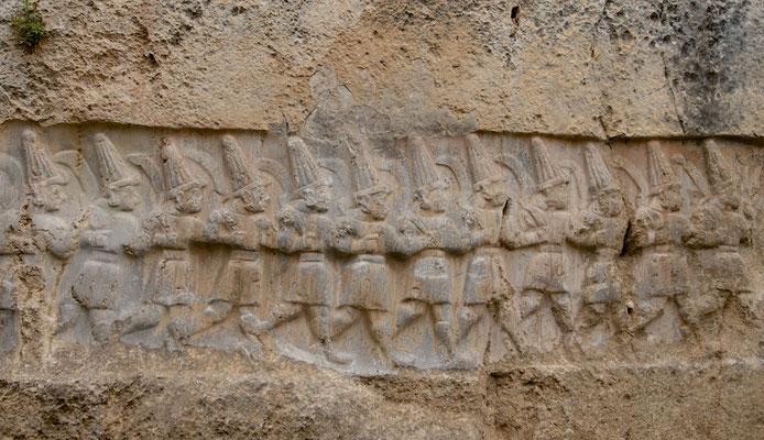 Reliefs im Felsheiligtum Yazelekaya