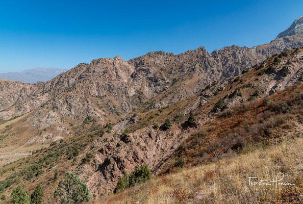 Der höchste Berg ist der Große Chimgon mit 3309 m, der ganzjährig mit Schnee bedeckt ist.