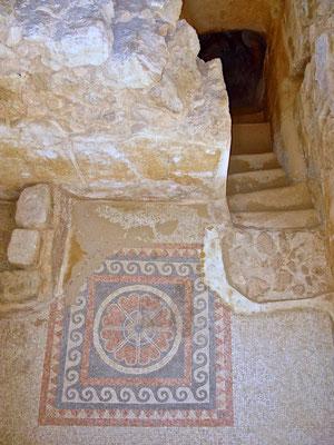 In den Wohn- und Baderäumen fanden die Archäologen die bekannten, kunstvollen römischen Mosaike.