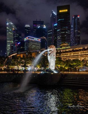 Der Merlion ist Wahrzeichen und Allegorie der südostasiatischen Metropole Singapur. Der Name ist ein aus den englischen Worten mermaid (Meerjungfrau) und lion (Löwe) zusammengesetztes Kunstwort...