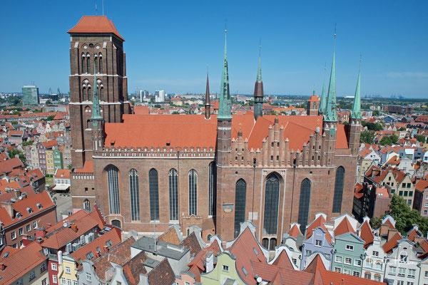 Die Hauptpfarrkirche der Stadt Danzig in Polen. Sie ist eine der größten Hallenkirchen weltweit und eine der größten Backsteinkirchen nördlich der Alpen. Sie wurde von 1343 bis 1502 im gotischen Stil erbaut.