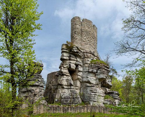 Die laut Grabungsfunden Anfang des 11. Jahrhunderts entstandene Burg wurde bis 1550 als große Ganerbenburg (Mehrfamilienburg) genutzt,.....