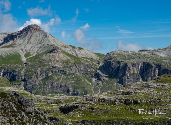 Das Cirjoch auf 2.469m bietet einen Rundblick über die Bilderbuchlandschaft der Crespeina-Hochfläche und durch das Chedul-Tal
