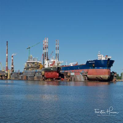 Der Hafen hat eine Landfläche von 652 Hektar und eine Wasserfläche von 412 Hektar.[1] Die Gesamtlänge aller Kais beträgt 23,9 Kilometer. Im inneren Hafen können Schiffe mit einem Tiefgang von bis zu 10,2 m, im äußeren Hafenbecken mit bis zu 15 m anlegen