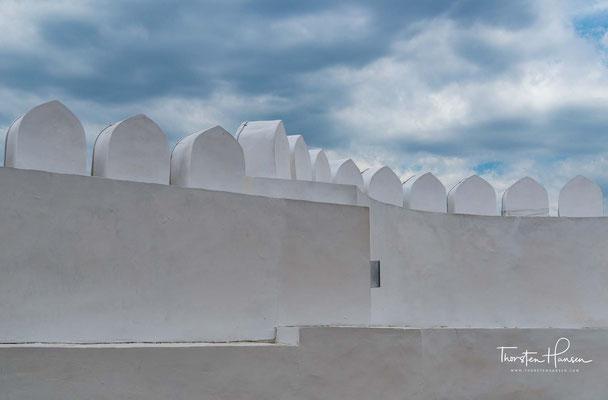 Die Erbauungszeit des Ark liegt ist unbekannt. Der Legende nach gilt Siyawasch als Erbauer der Zitadelle. Sein Grab soll sich an deren Osttor befunden haben. Ausgrabungen ergaben Spuren aus dem 4. Jahrhundert vor Christus.