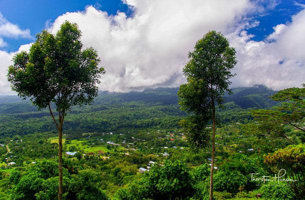 Der Unabhängige Staat Samoa liegt im südwestlichen Pazifik nordöstlich von Fidschi. Die größten Inseln sind Savaiʻi (1708 km²) und Upolu (1118 km²) mit der Hauptstadt Apia