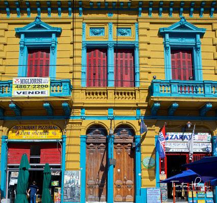 Viele der ersten Einwohner stammten aus der italienischen Hafenstadt Genua. 1882 löste sich La Boca nach einem langen Generalstreik von Argentinien los und die Rebellen hissten die genuesische Flagge