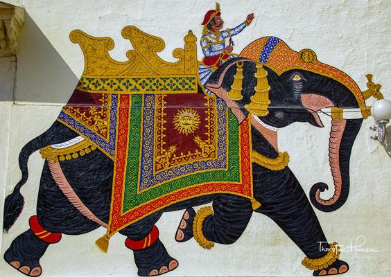 Die einzelnen Paläste wurden von den aufeinander folgenden Maharanas, in den drei Jahrhunderten nach Udaipurs Gründung, im Jahre 1559 errichten
