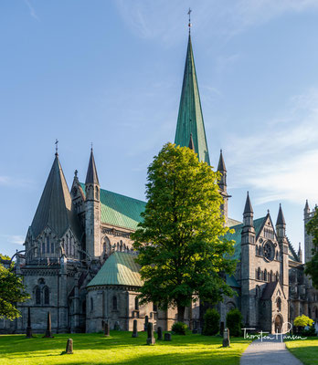 Der Nidarosdom in Trondheim (alter Name der Stadt: Nidaros) gehört zu den bedeutendsten Kirchen in Norwegen, er gilt als Nationalheiligtum.