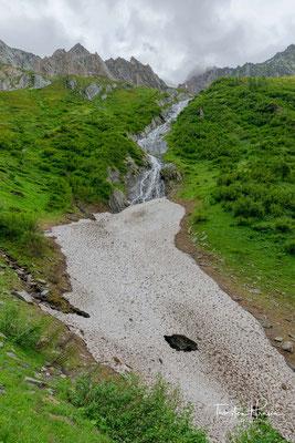 Wasserfall im Unterbergtal mit Eisfeld