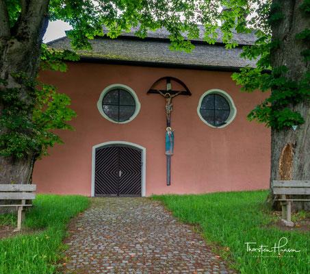 Weit in die Geschichte zurück reichen erste Anfänge der Teunzer Filialkirche; historisch sicher belegt ist die Errichtung der Kirche im 18. Jahrhundert: