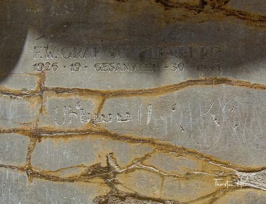 Inschrift F. W. Graf Schulenburg. Gesandter. 1926, 1930, 1931 am Eingang von Persepolis. F.W. Graf von der Schulenburg war ein deutscher Diplomat und Widerstandskämpfer des 20. Juli 1944.