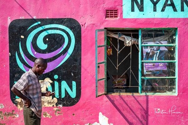 Sambia – vormals Nordrhodesien – ist ein Binnenstaat im südlichen Afrika. Er grenzt an Angola, die Demokratische Republik Kongo, Tansania, Malawi, Mosambik, Simbabwe, Botswana und Namibia.