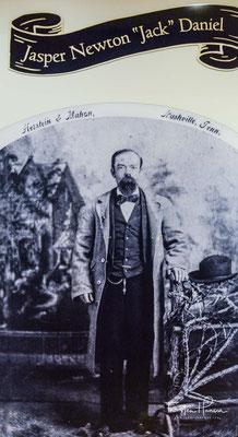 """Jasper Newton """"Jack"""" Daniel wurde um 1846 in eine Großfamilie geboren. Im Alter von 14 kaufte er seine erste Brennblase von Dan Call, einem ortsansässigen Priester und Whiskeybrenner."""