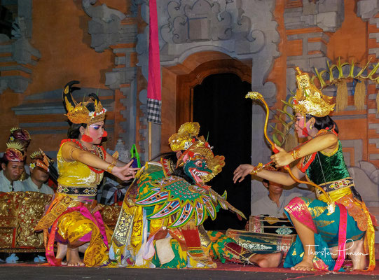 """Es gibt die heiligen Tänze """"Wali"""", Opfertänze """"Bebali"""", und solche, die heutzutage beinahe nur noch als Touristenattraktion aufgeführt werden."""