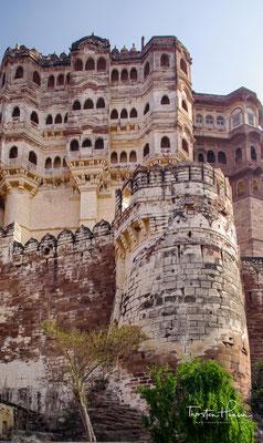 Mit dem Bau der Anlage wurde gleichzeitig mit der Stadtgründung Jodhpurs im Jahr 1459 durch Roa Jodha begonnen.