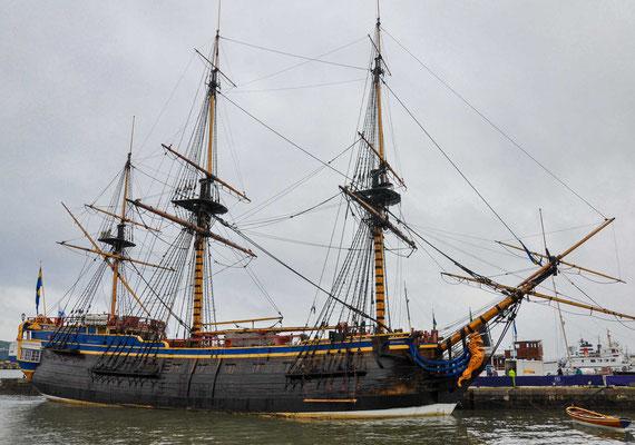 Die Götheborg ist ein Replikat des 1738 gebauten Ostindienfahrers Götheborg I der Schwedischen Ostindien-Kompanie. Das Schiff erlitt am 12. September 1745 Schiffbruch am Felsen Hunnebadan in der Göteborger Hafeneinfahrt.