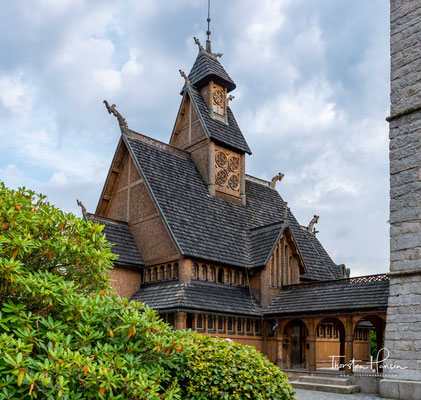 König Friedrich Wilhelm IV. erwarb die eindrucksvolle aus norwegischem Kiefernholz gebaute Stabkirche Wang im Jahr 1841.