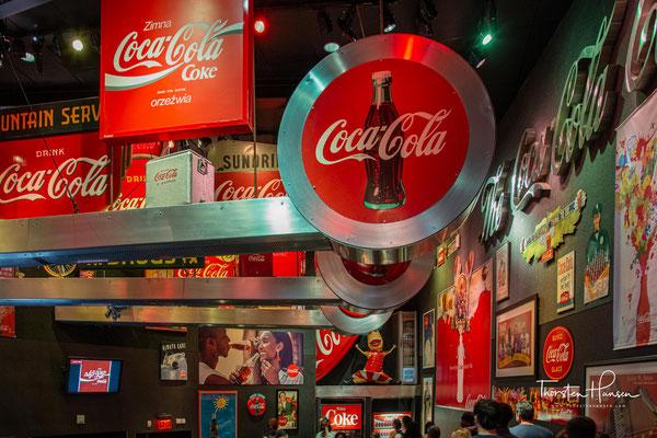 Die Roaring Sixties: The Supremes, Ray Charles, Aretha Franklin singen für Coca‑Cola. Coke in Dosen kommt auf den Markt.