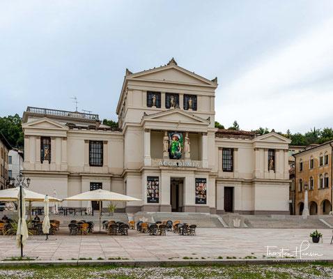"""Conegliano ist Ausgangspunkt der """"Prosecco-Straße"""", die über die Dörfer des Quartier di Piave bis nach Valdobbiadene führt."""