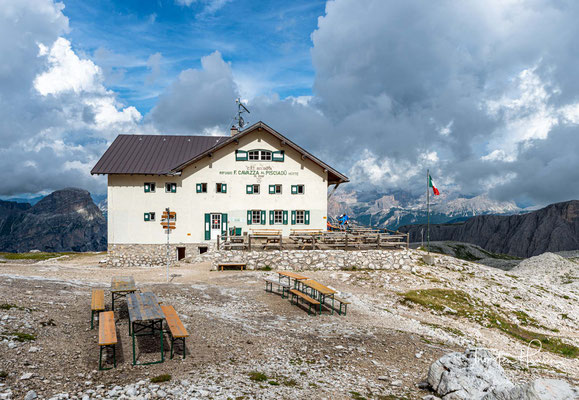 Die häufig besuchte Pisciadù-Hütte (2583m) dient als Stützpunkt für diese Tour und natürlich auch für den gleichnamigen Klettersteig.