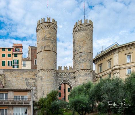Die Porta Soprana war ehemals ein Stadttor der italienischen Hafenstadt Genua. Sie zählt zu den wichtigsten noch erhaltenen Bauten des Mittelalters in der Stadt