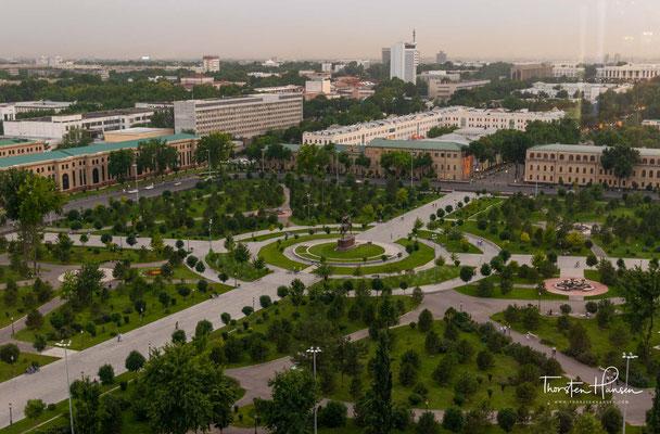 Der Amir-Timur-Platz (usbekisch Amir Temur xiyoboni) ist ein zentraler Platz in der usbekischen Hauptstadt Taschkent. Er ist nach dem zentralasiatischen Militärführer und Eroberer Timur benannt.