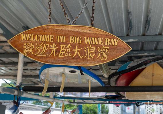 Der Big Wave Bay Beach ist bei Windsurfern sehr beliebt und liegt am malerischen östlichen Ende der Insel Hongkong in der Nähe des Wanderwegs Dragon's Back.