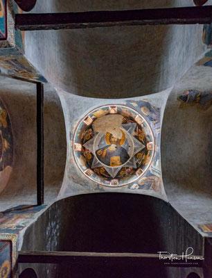 Die Kirche ist auf den Fundamenten einer byzantinischen Basilika aus dem 11. Jahrhundert erbaut. Sie ist ein seltenes Bauwerk, das – einmalig in der Byzantinischen Kunst – einen Glockenturm erhalten hat.