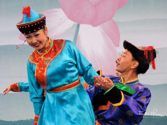 Der Koreaner ist natürlich geschäftstüchtig und es hat sich zu einem großen Volksfest entwickelt.