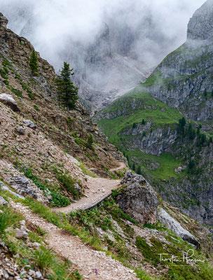 ...und führt auf schönen und schmalen Wegen, hinauf zur Peitlerscharte (2.361 m ü.d.M.)