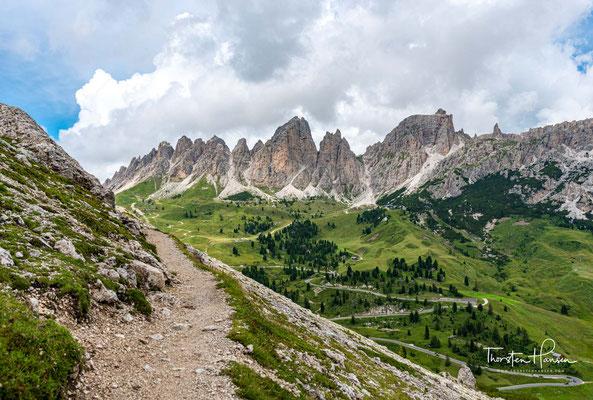 Zu eben dieser Pisciadù Hütte auf 2.595 m Meereshöhe bringt Sie der Pisciadù Klettersteig, der beliebteste Klettersteig der Dolomiten.
