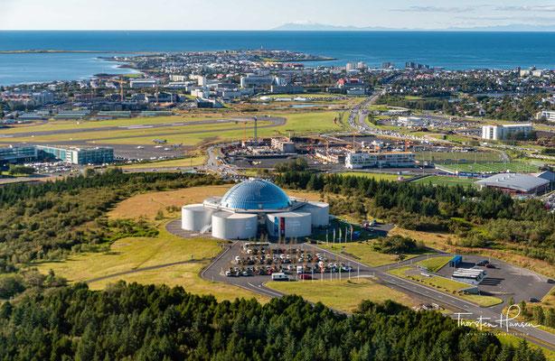 Perla und Hallgrímskirkja in Reykjavik